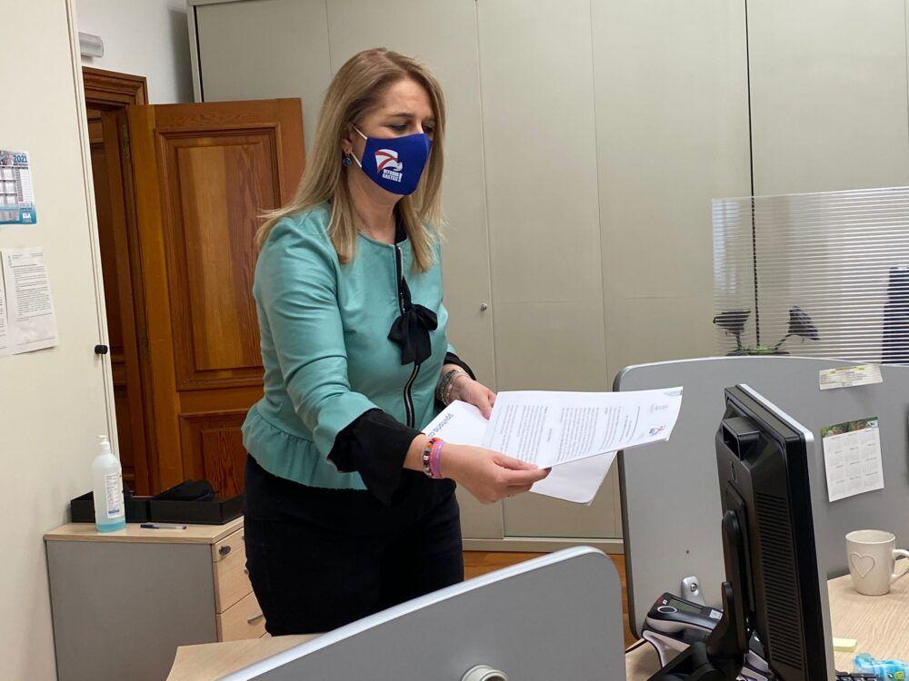 Ainhoa Domaica registra recurso reposición ayuntamiento vitoria gasteiz